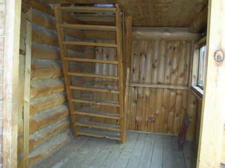 Лестница на мансарду в бане.